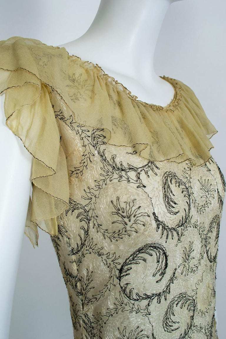 Edwardian Chiffon Robe de Style with Scrolling Embroidery, 1910s For Sale 4