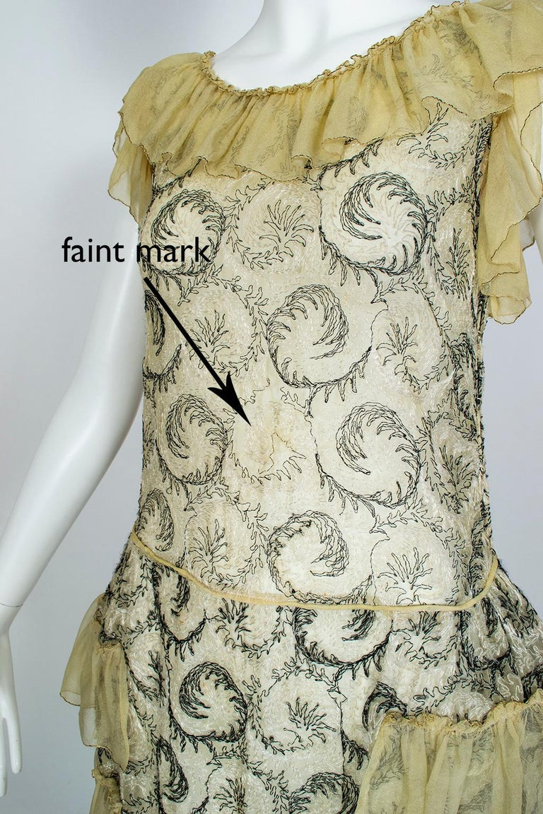 Edwardian Chiffon Robe de Style with Scrolling Embroidery, 1910s For Sale 11