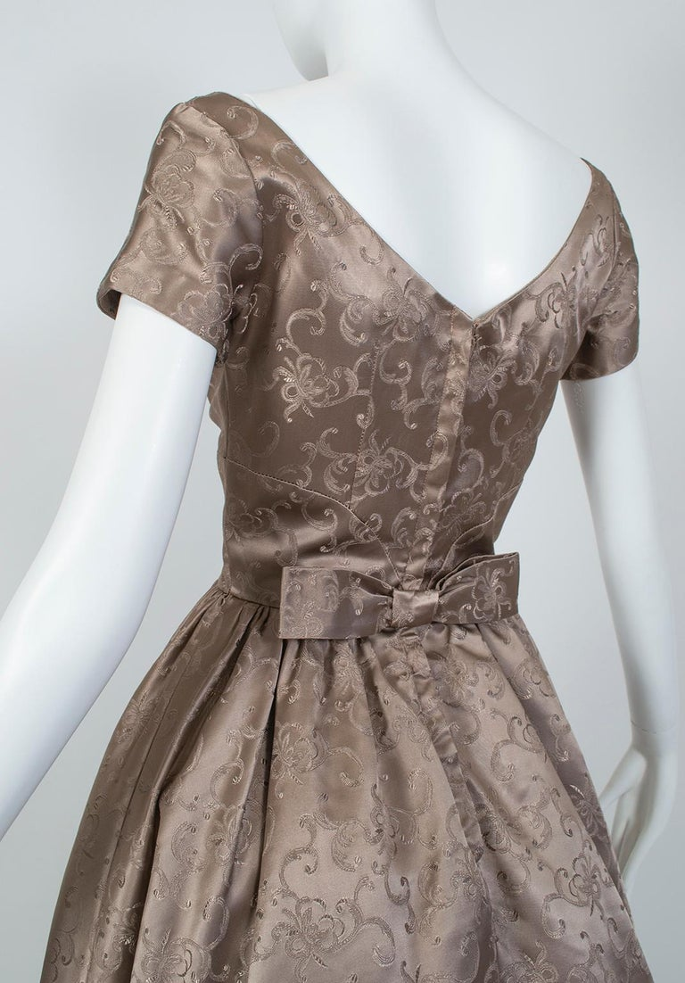 Off-Shoulder Cutaway Front Jacquard Party Dress, 1950s For Sale 3
