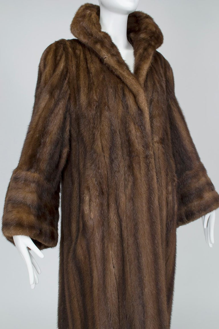 Mink Hollywood Regency Swing Coat with Art Deco Cuffs, 1940s In Good Condition For Sale In Tucson, AZ