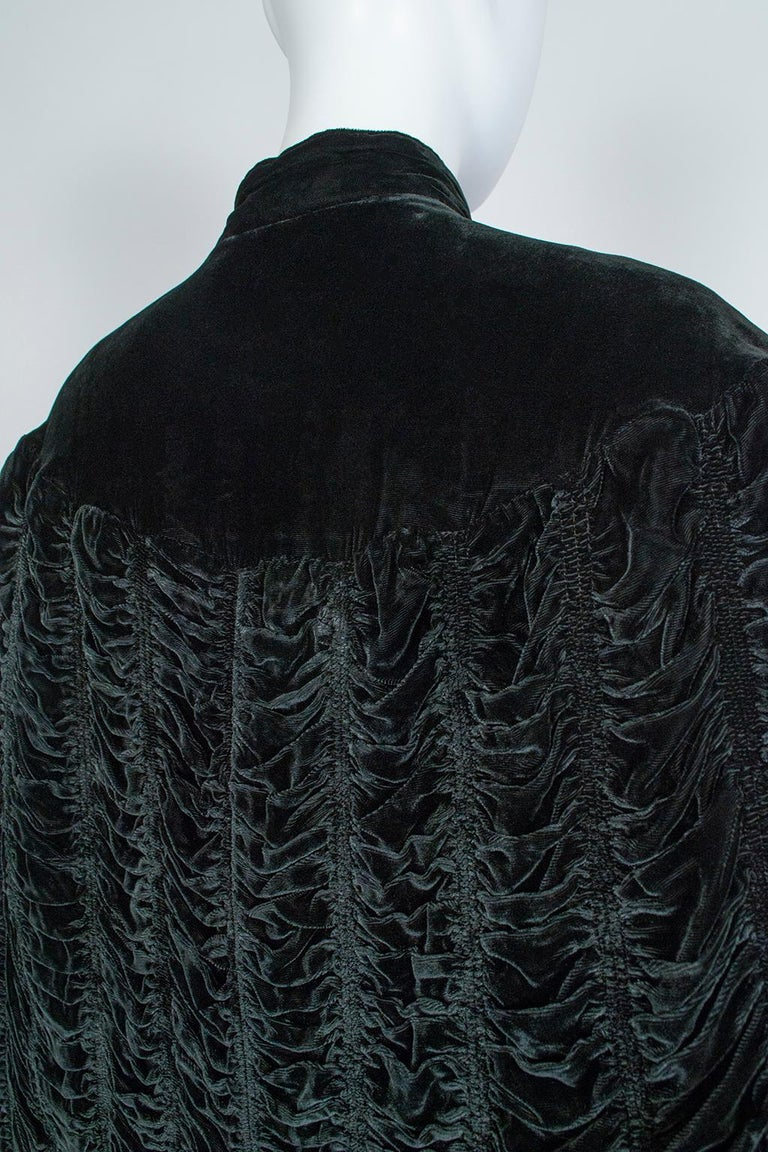Silk Velvet Ruched Pelerine Cape with Scalloped Edge, 1930s For Sale 4