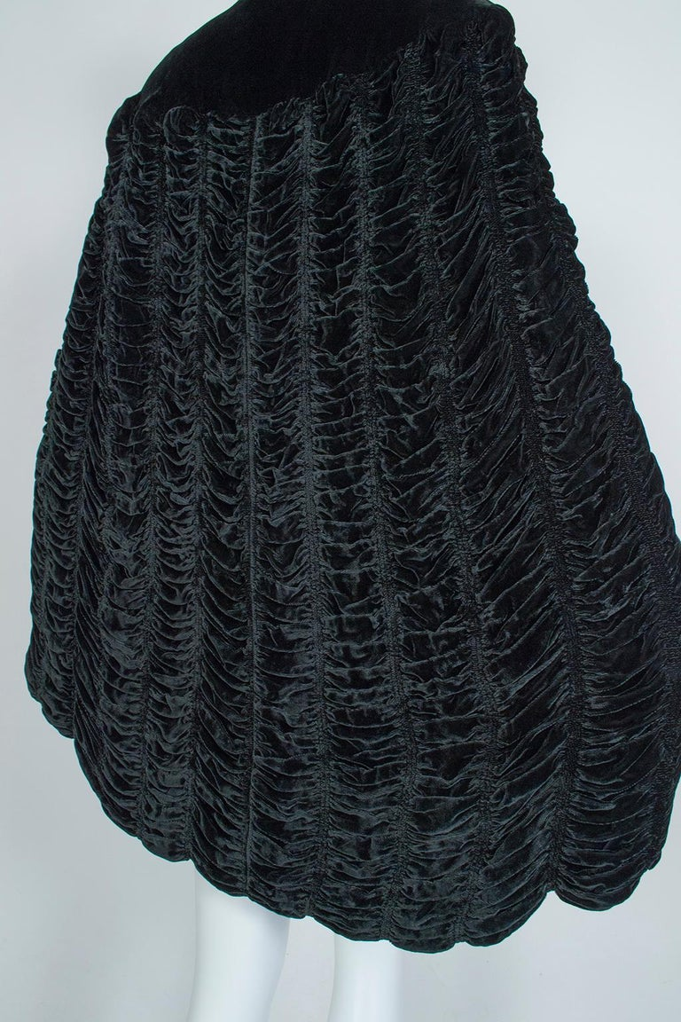 Silk Velvet Ruched Pelerine Cape with Scalloped Edge, 1930s For Sale 5