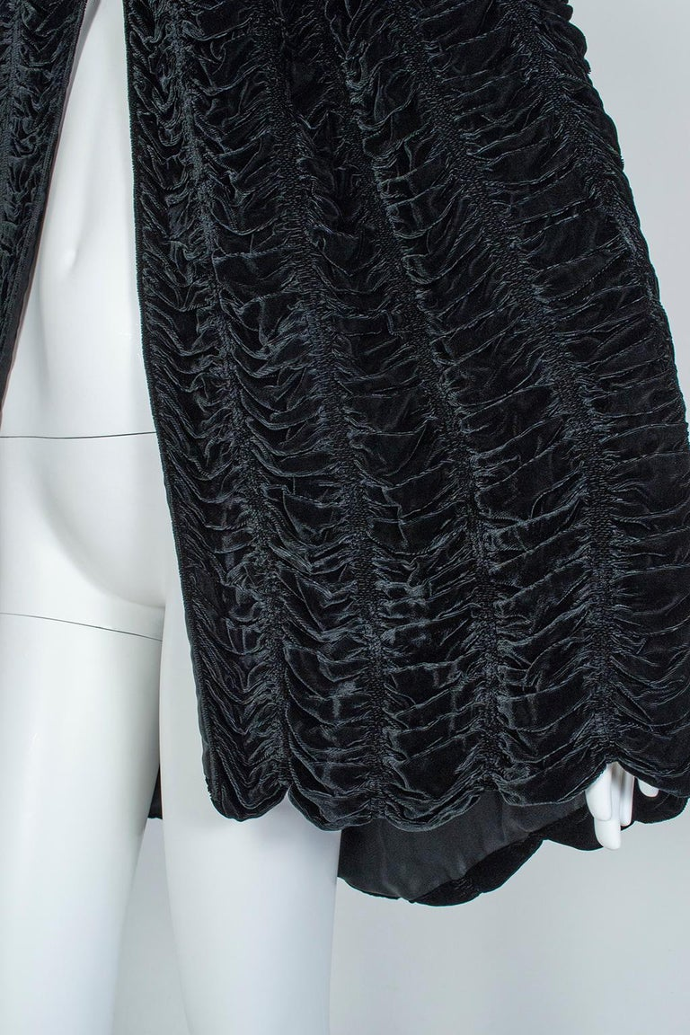 Silk Velvet Ruched Pelerine Cape with Scalloped Edge, 1930s For Sale 3