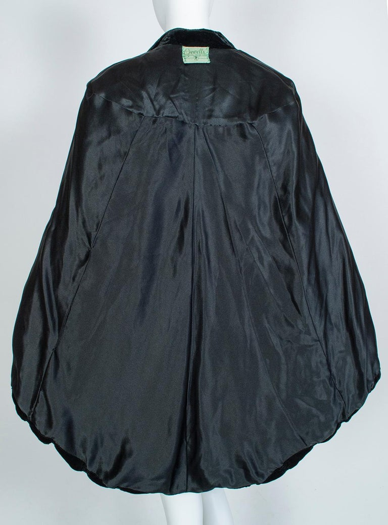 Silk Velvet Ruched Pelerine Cape with Scalloped Edge, 1930s For Sale 6