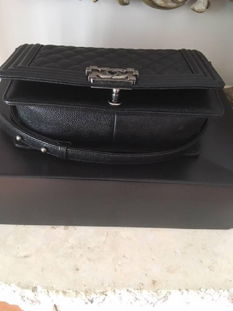 Chanel Medium Boy Bag in Caviar leather  For Sale 2