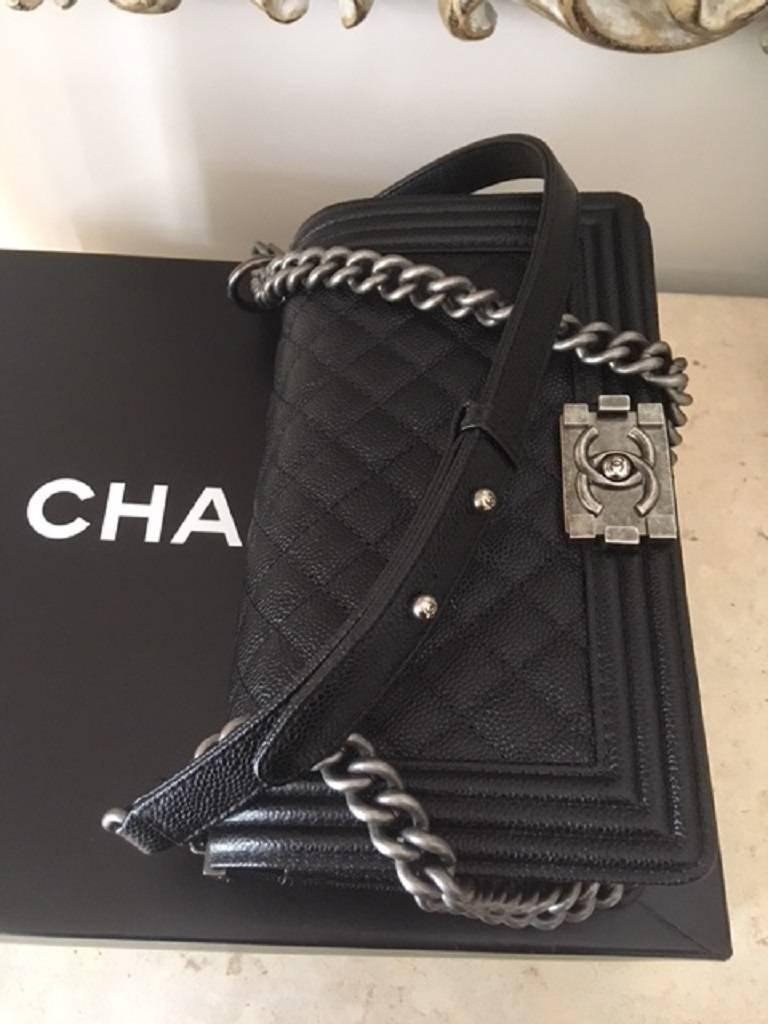 Chanel Medium Boy Bag in Caviar leather  For Sale 1