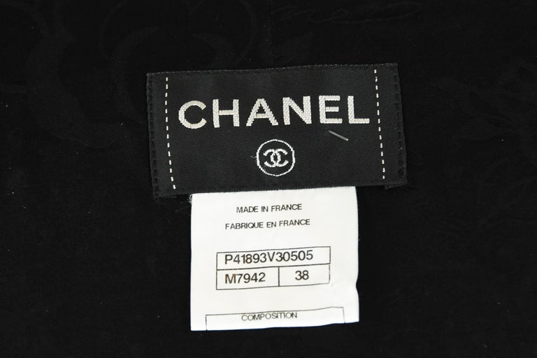Chanel Black & Gold A-line Dress with Three Quarter Sleeves - Size FR 38 For Sale 3