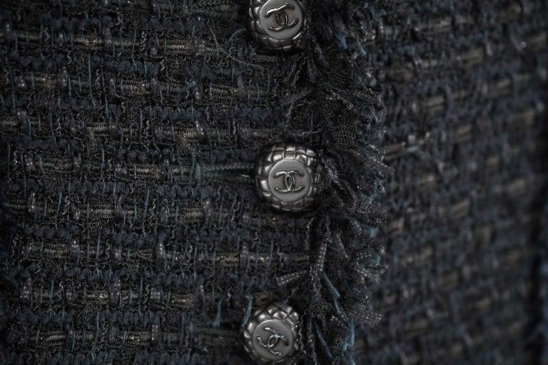 Chanel Classic Black Tweed Blazer with Peak Lapel - Size FR 36 For Sale 1