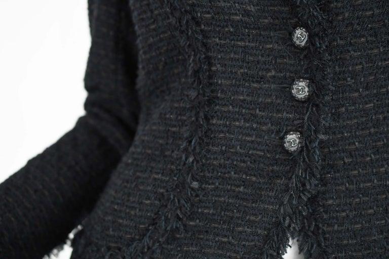 Chanel Classic Black Tweed Blazer with Peak Lapel - Size FR 36 For Sale 3