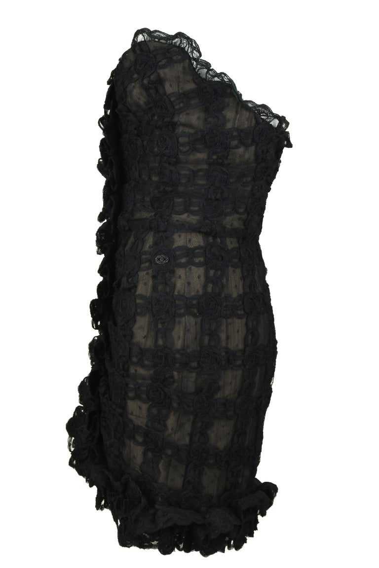 Vintage Chanel Black Strapless Lace Dress - Size FR 40 In Excellent Condition For Sale In Newport, RI
