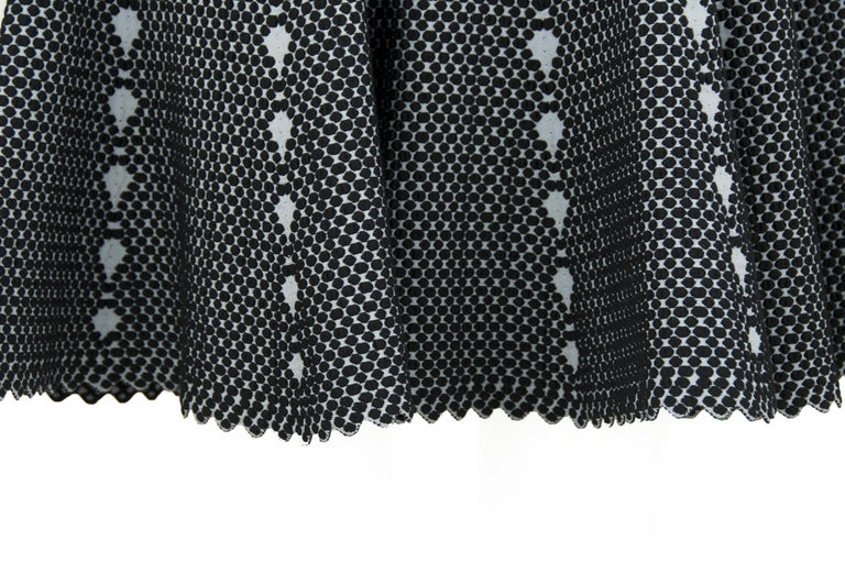 Women's Alaia Black and Gray Knit Jacquard Fit & Flare Dress - Size FR 36 For Sale