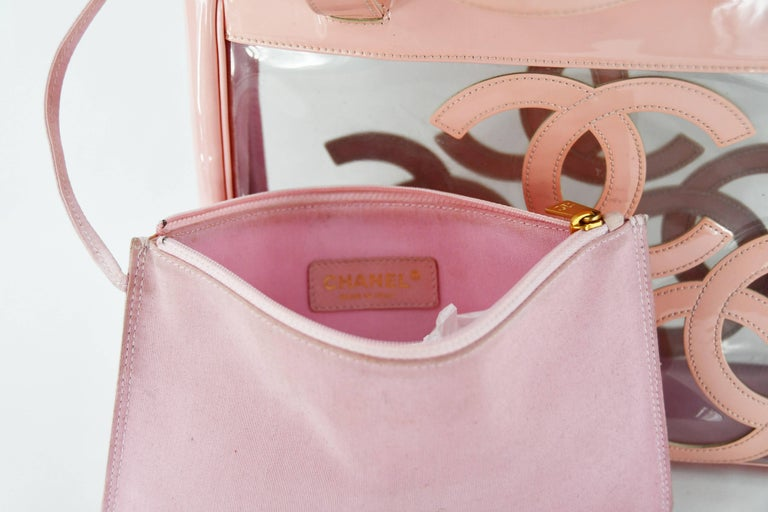 Gorgeous Chanel Nude / Pale Pink patent leather CC Logo Clear Tote Bag For Sale 2