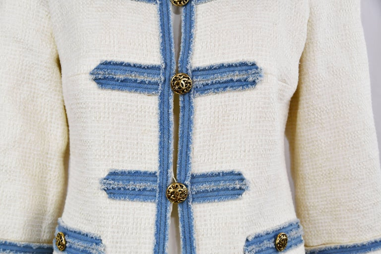 Chanel 2007 Timeless White Boucle Denim Trimmed Jacket with Logo Buttons In Excellent Condition For Sale In Newport, RI