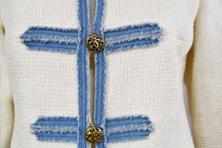 Women's Chanel 2007 Timeless White Boucle Denim Trimmed Jacket with Logo Buttons For Sale