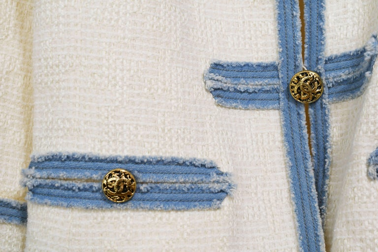 Chanel 2007 Timeless White Boucle Denim Trimmed Jacket with Logo Buttons For Sale 1