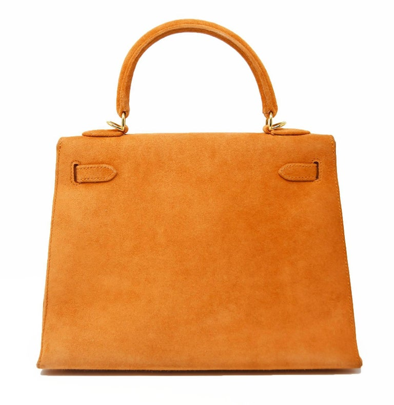 Hermes Kelly Sellier Bag 25cm Orange Suede with Gold Hardware In Excellent Condition For Sale In Newport, RI