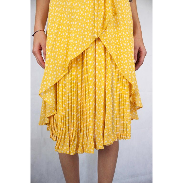 Valentino couture, pleated , printed silk chiffon cocktail dress. circa 1970s For Sale 2