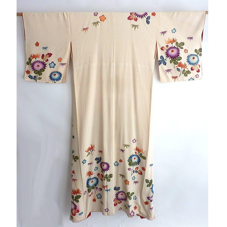 Women's Embroidered Vintage Japanese Silk Kimono  For Sale