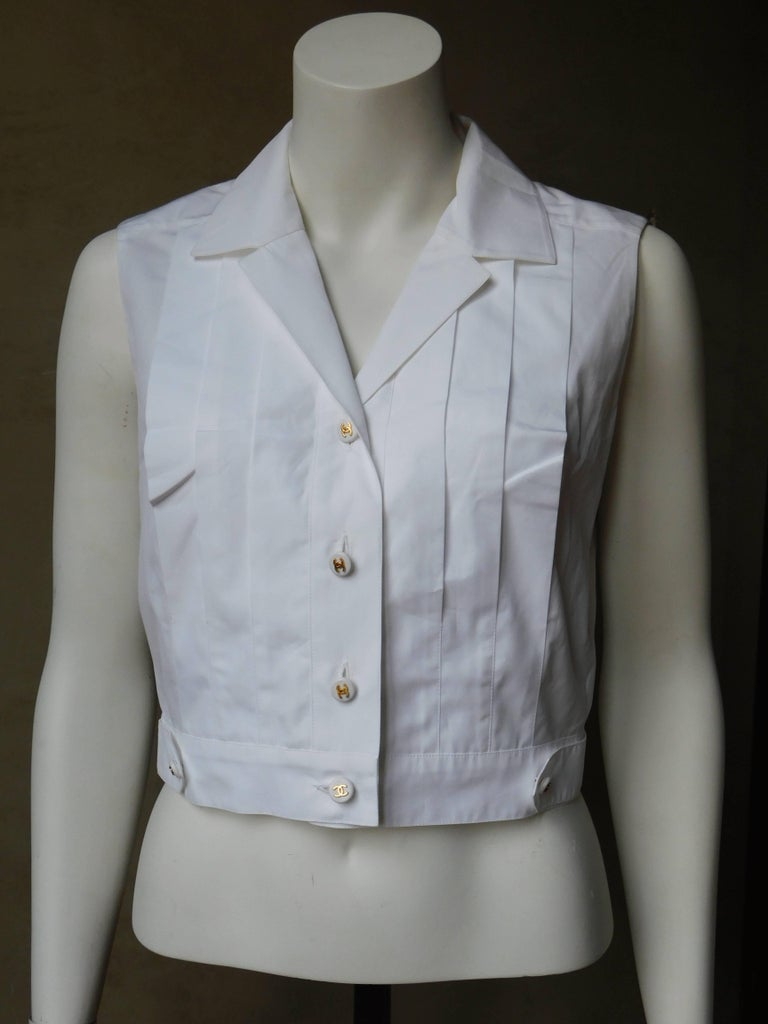 Chanel boutique white pleated cotton sleeveless button for Crisp white cotton shirt