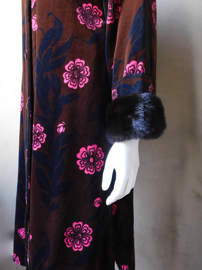 Emilio Pucci Printed Velvet Coat with Mink Cuffs, 1960s  In Good Condition For Sale In Antwerp, BE
