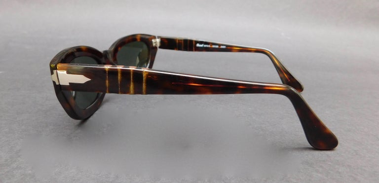 Persol Model 2572-s Brown Tortoise Sunglasses In Good Condition For Sale In Antwerp, BE