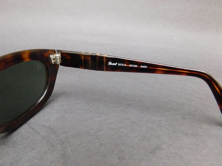 Women's or Men's Persol Model 2572-s Brown Tortoise Sunglasses For Sale