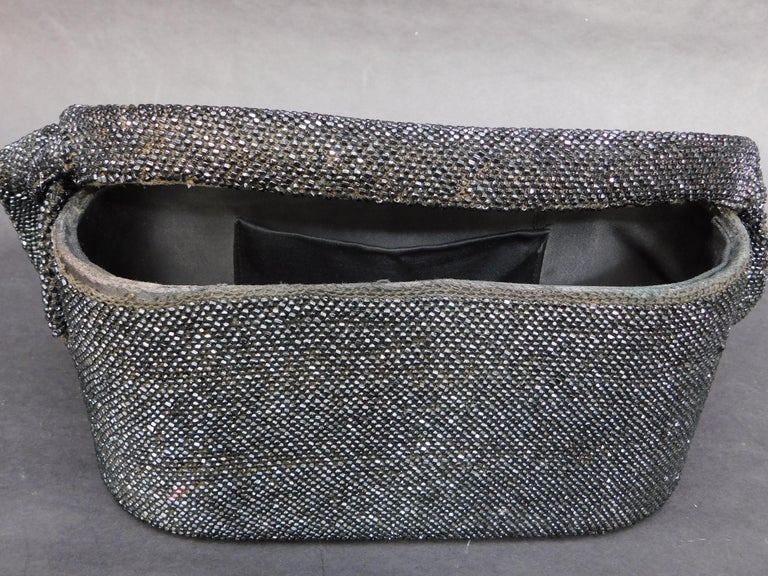 1940's French Black Jet Glass Beaded Box Style Evening Bag In Good Condition For Sale In Antwerp, BE