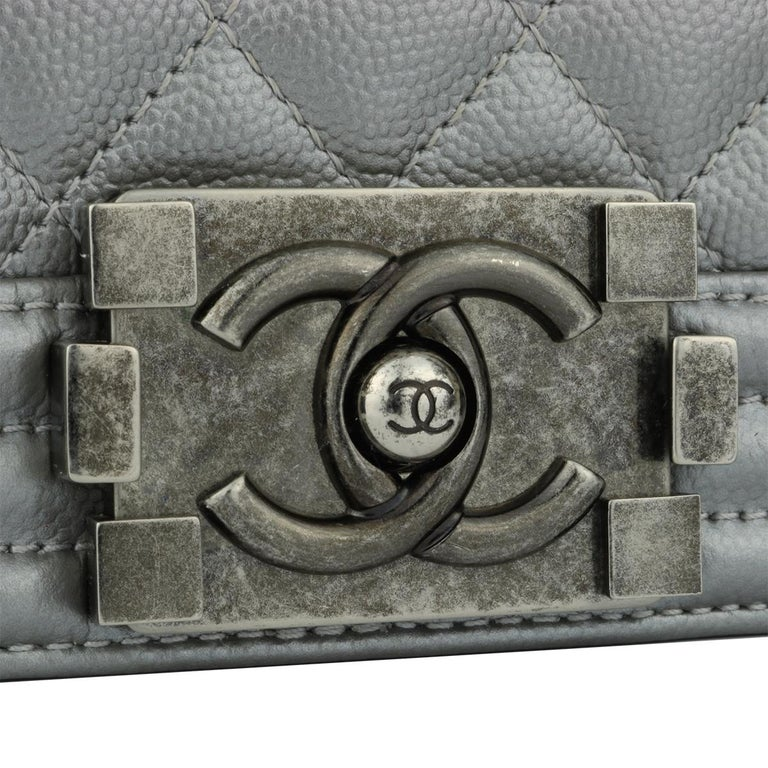 CHANEL New Medium Quilted Boy Silver Grey Caviar with Ruthenium Hardware 2018 In Excellent Condition For Sale In Huddersfield, GB