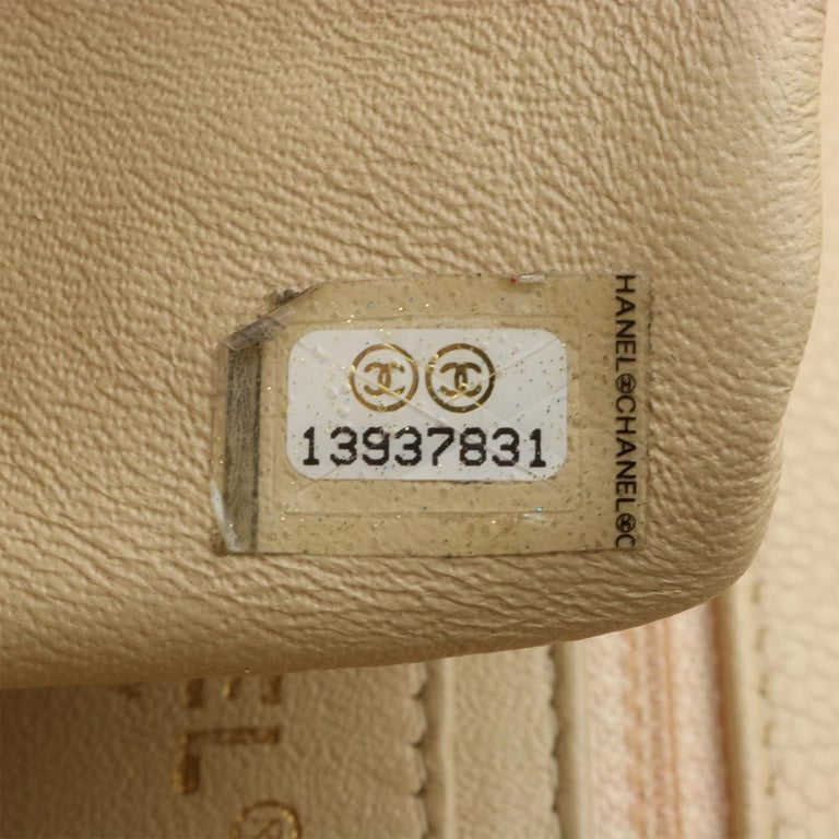 CHANEL Classic Single Flap Jumbo Beige Clair Caviar with Gold Hardware 2009 For Sale 13