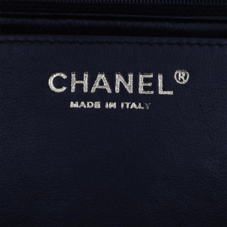 CHANEL Black Caviar Maxi Single Flap with Gold Hardware 2009 For Sale 12