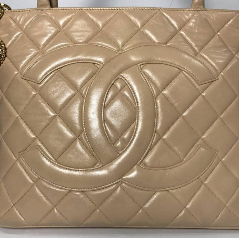 Women's or Men's Chanel Lambskin Leather Medallion with Gold Hardware in Cream For Sale