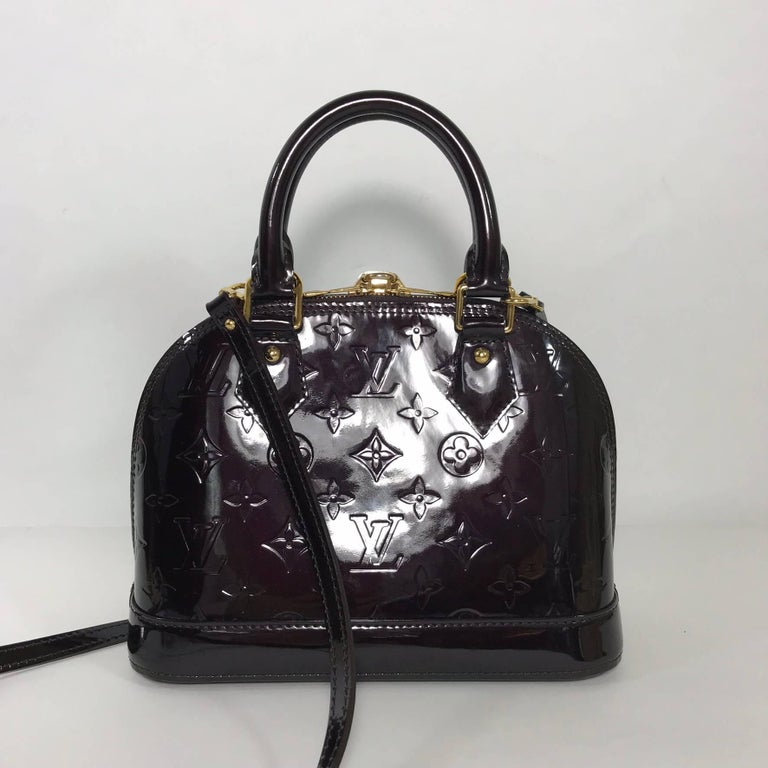 Louis Vuitton Vernis Alma BB in Amarante Satchel In Good Condition For Sale In Saint Charles, IL