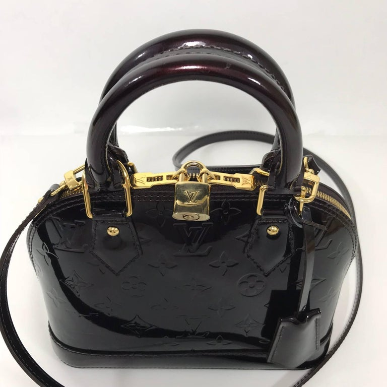 Women's or Men's Louis Vuitton Vernis Alma BB in Amarante Satchel For Sale