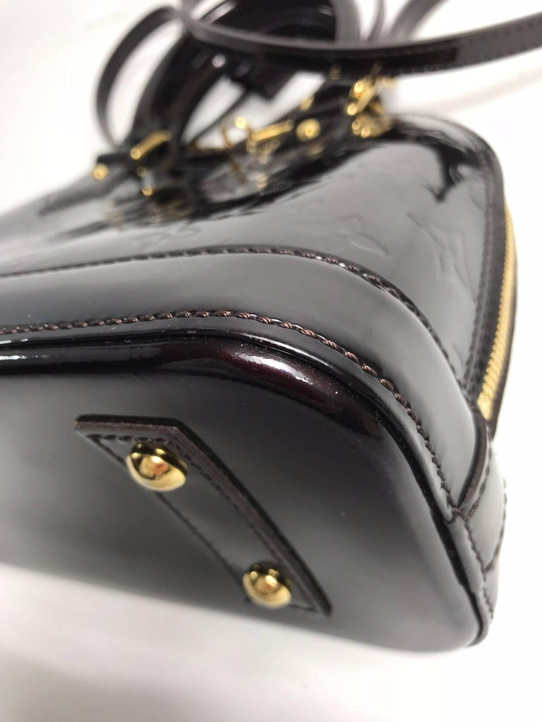 Louis Vuitton Vernis Alma BB in Amarante Satchel For Sale 1