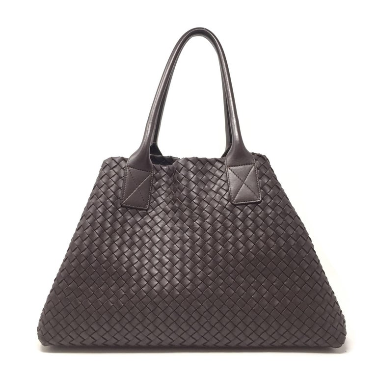 Elegant and understated, the Cabat is Bottega Veneta's most iconic design a deceptively simple, seamless tote that's finished as beautifully on the inside as it is on the outside. Designed to be both spacious and lightweight, this version is