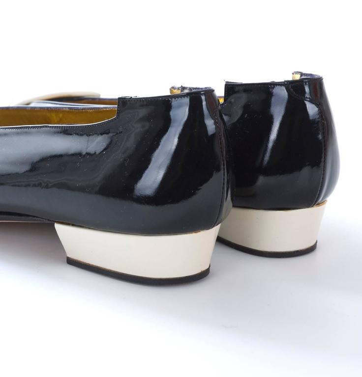 1980s Andrea Pfister Unworn Monocrome Black and Creme Patent Leather Shoe For Sale 1