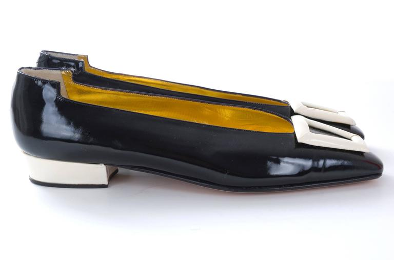 Women's 1980s Andrea Pfister Unworn Monocrome Black and Creme Patent Leather Shoe For Sale