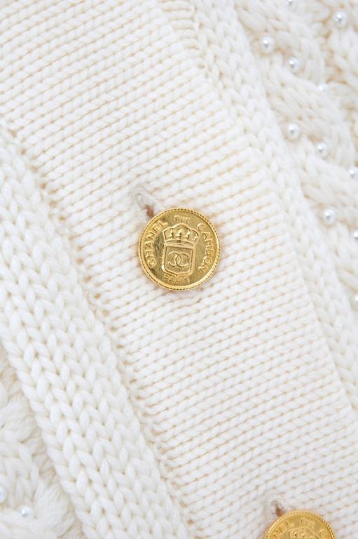 Vintage CHANEL Pearl Encrusted Cable Knit Cardigan in Creme sz.Large 5