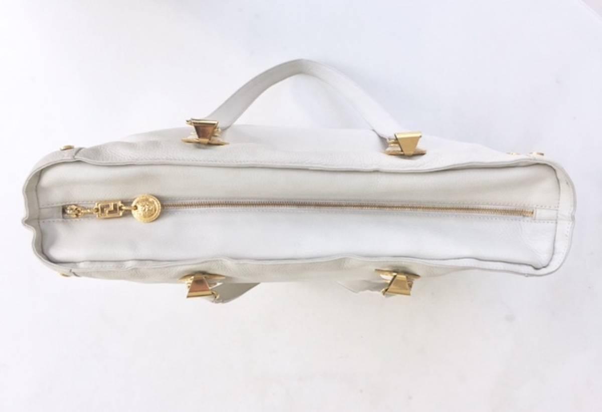 aeaa24cdb6d1 Couture Versace Cuir Blanc Sac À Bandoulière Avec   Medusa Tons D or, 1990