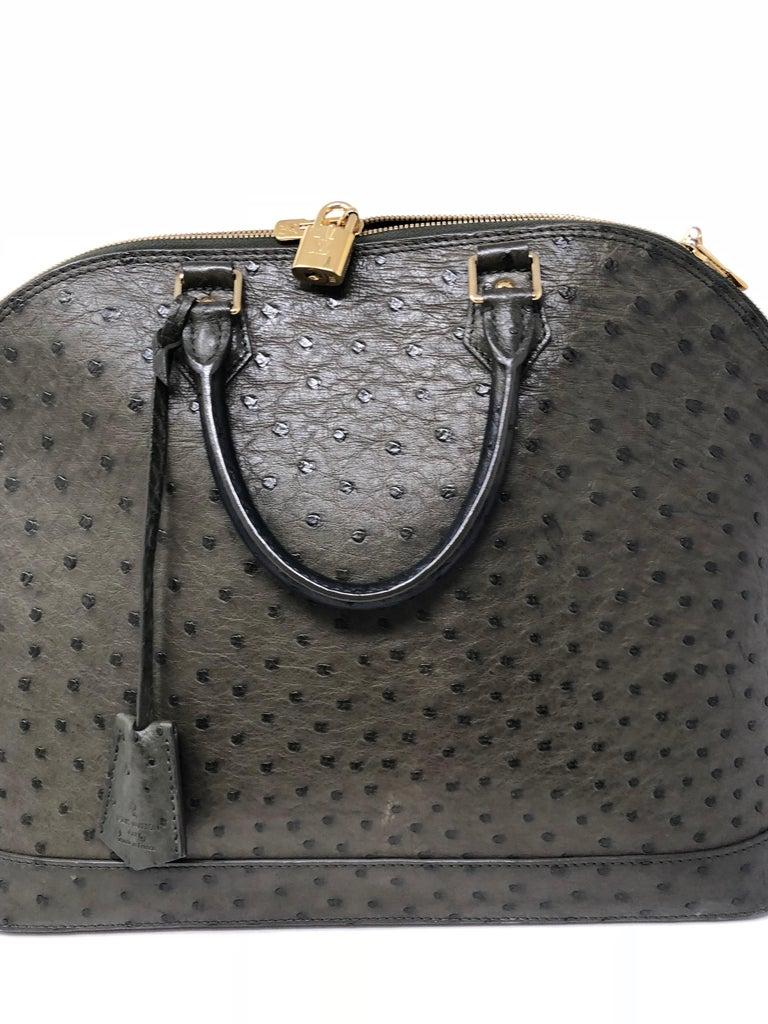 feee0b63a8483 Louis Vuitton Alma Tasche aus Straußenleder im Angebot bei 1stdibs