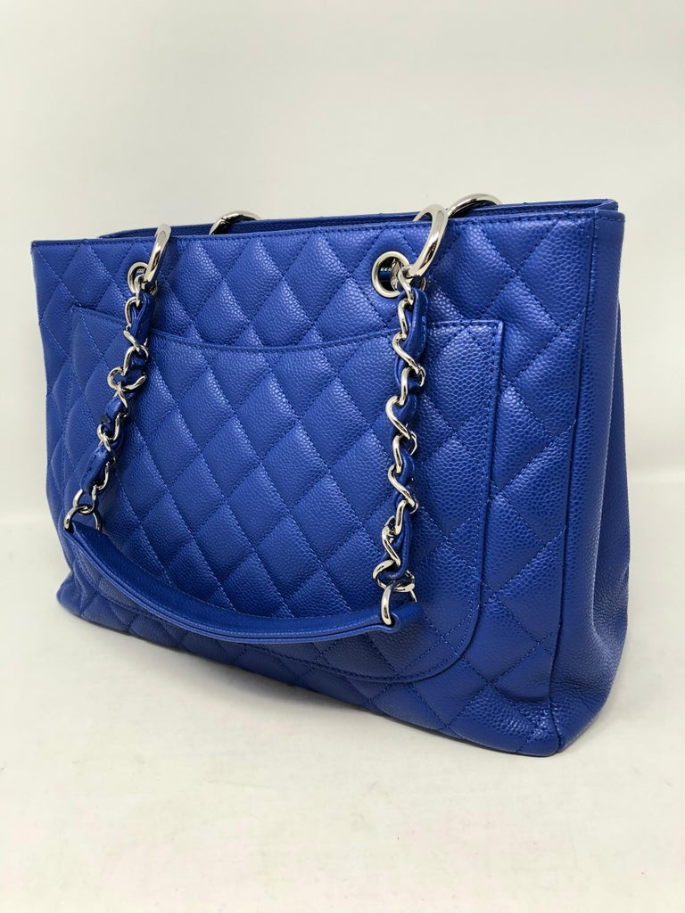 95822c62c0e9 Women's or Men's Chanel Blue Grand Shopper Tote For Sale