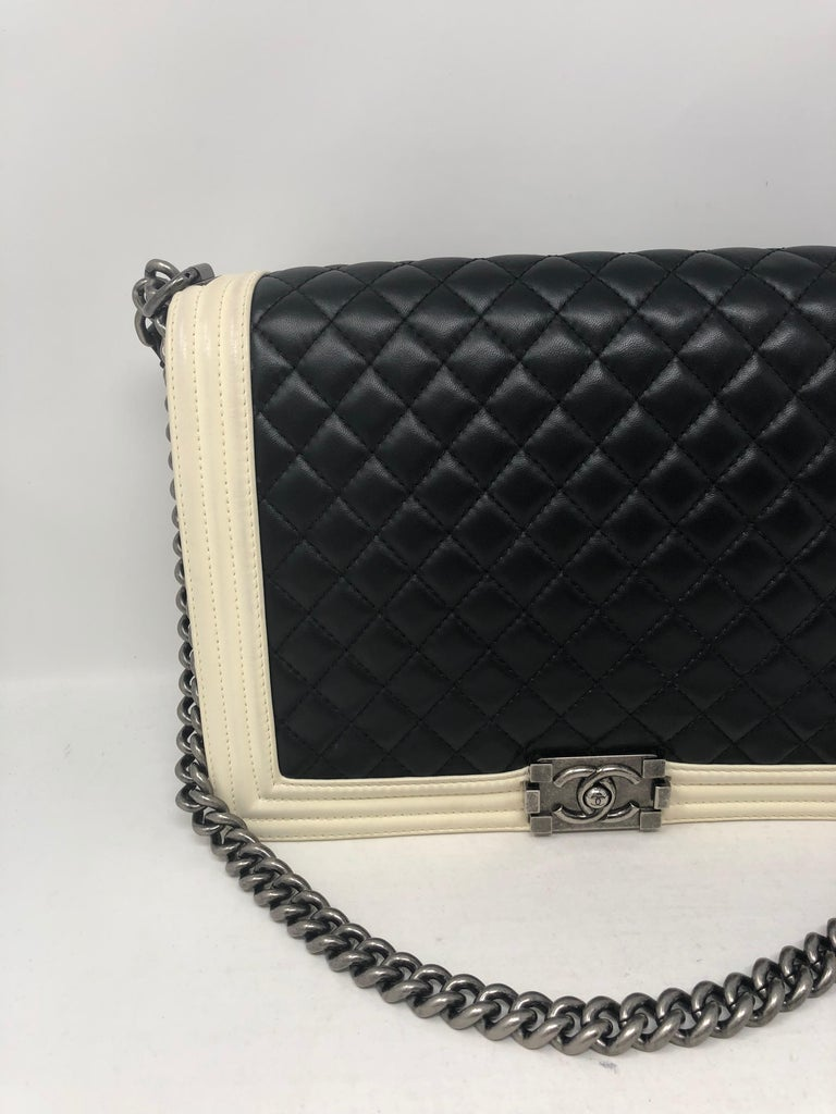 71cbeeba679a Chanel Black and White Boy Large Bag In Good Condition For Sale In Athens