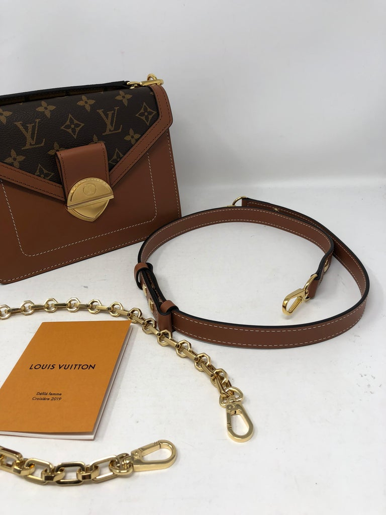 0098d390a672 Louis Vuitton Purse With Gold Chain Strap - Best Purse Image Ccdbb.Org