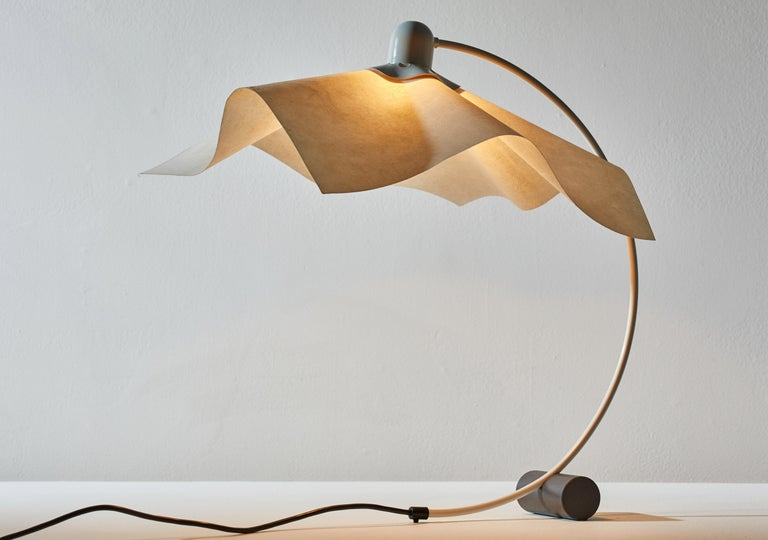 Area Curvea table lamp by Mario Bellini & Giorgio Origlia for Artemide. Designed and manufactured in Italy, circa 1974. Steel, acrylic, with resin shade. Original cord wired for U.S. sockets. Takes one E27 60w maximum bulb.