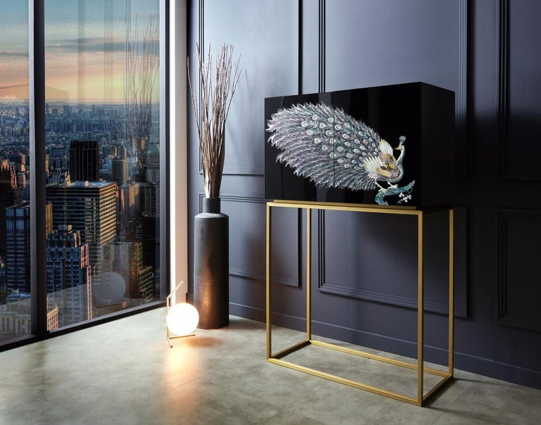 The Peacock Collection is truly the summit of mother of pearl art that fully expresses the exquisite rainbow shimmering of the nacre. The use of different types of mother of pearl, which are harvested from natural sources such as abalones and clams,