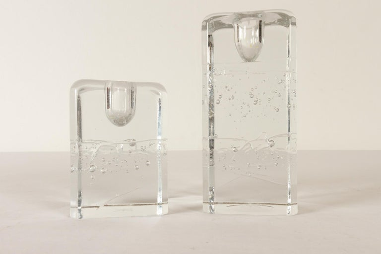 Arkipelago candlesticks by Timo Sarpaneva for Iittala, 1970s, set of 2 Pair of candleholders in clear crystal cast glass with air bubbles inside. They were created to appear as they were blocks of ice. Designed in the 1970s by Timo Sarpaneva in