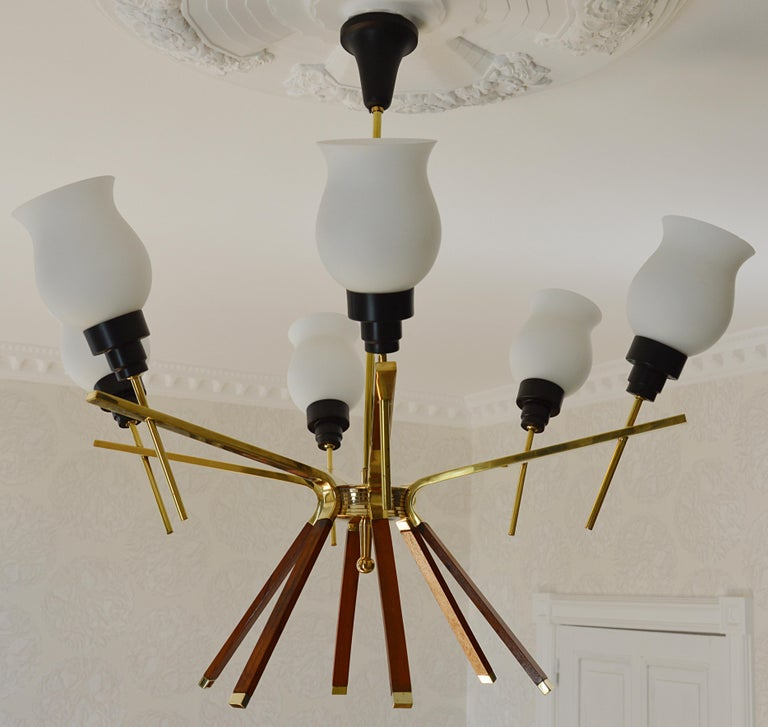 Midcentury chandelier by Arlus, France, 1960s. Brass, wood, metal and glass. Six-light for this first class elegant chandelier. Same period as Lunel and Stilnovo. Will be delivered wired for your country (US, EU, Australia, China, etc.).