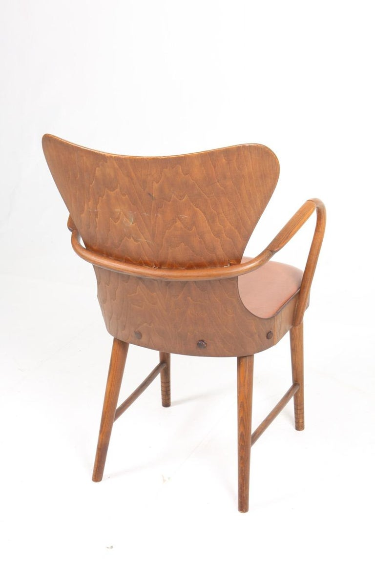 Armchair in Oak and Patinated Leather by Fritz Hansen, 1940s For Sale 2