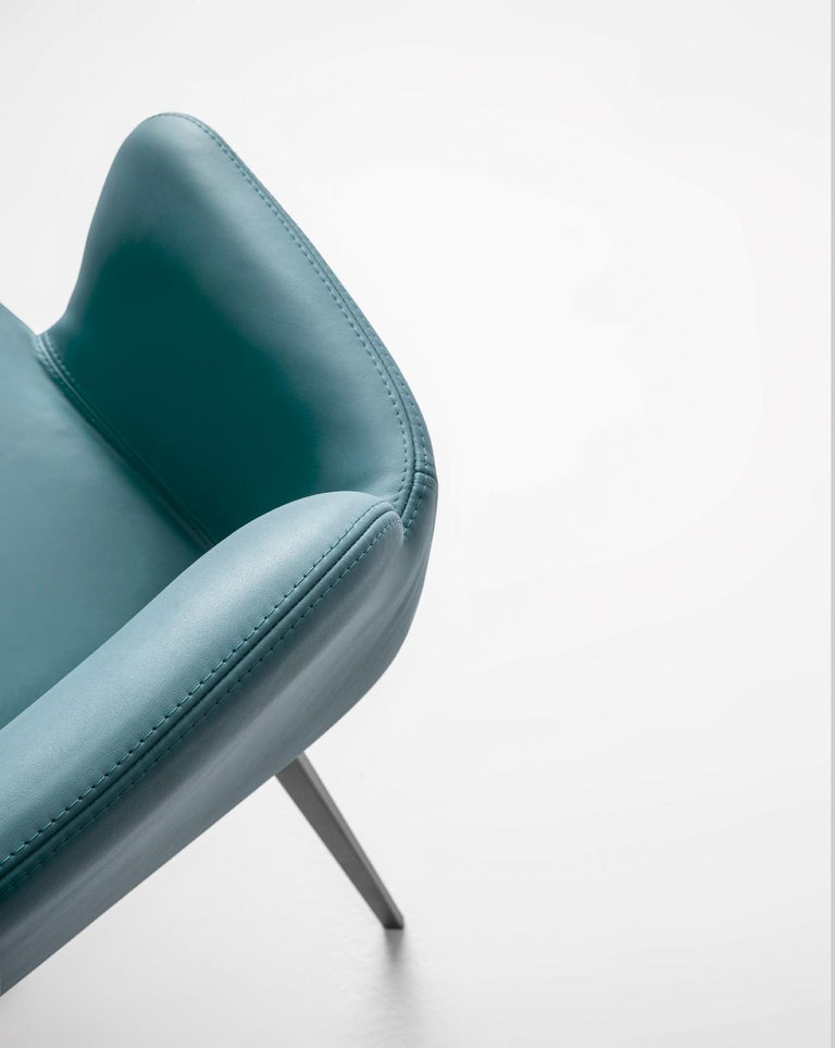 Bardot met stands out for its elegance and brightness, extending its style to include new frames, pastel and vibrant shades, and refined, contemporary finishes. The frame of the new chair and stool is lighter, through the use of clean-lined, metal