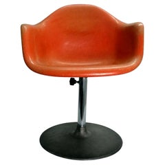 """Armchair """"Conchiglia"""" design Charles & Ray Eames production Herman Miller, 1960s"""